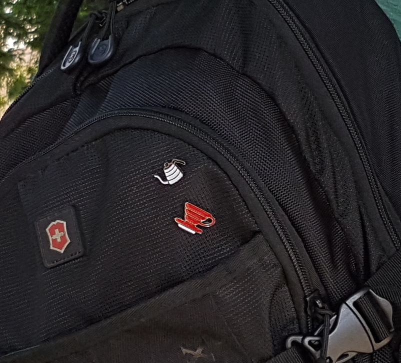 Coffeeandjoy   pins mochila detalhes