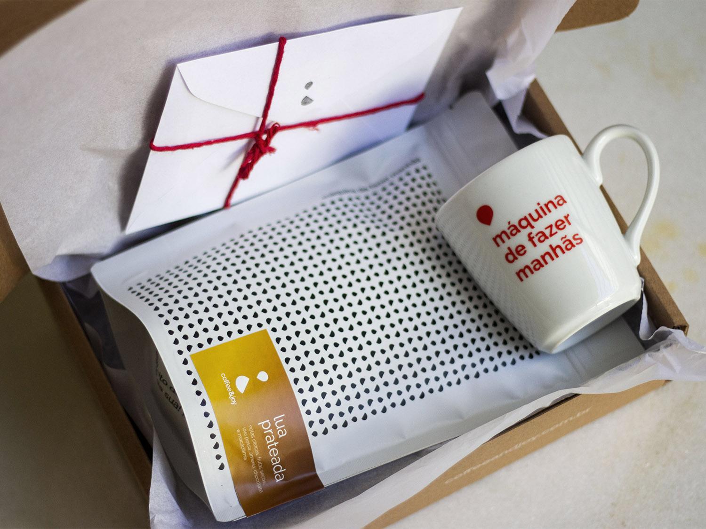 Coffeeandjoy kit lua prateada com caneca